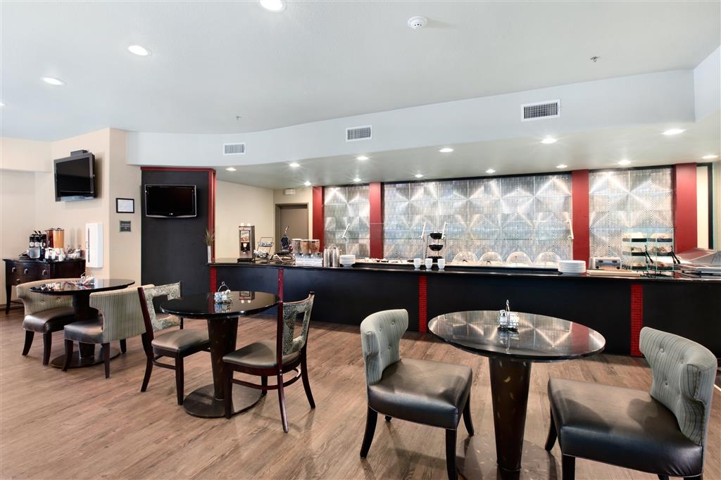Best Western Premier Crown Chase Inn & Suites - Our chic & comfortable breakfast area where we offer a free hot deluxe breakfast with made-to-order omelets available daily.