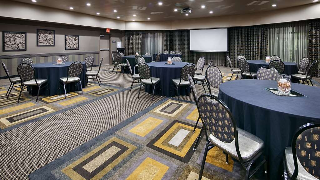 Best Western Premier Crown Chase Inn & Suites - Atrea Hall can host banquets for up to 105 guests.