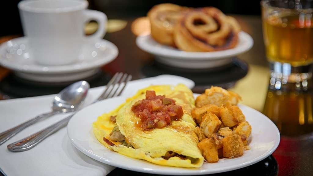 Best Western Premier Crown Chase Inn & Suites - Wake up to fresh and hot breakfast items such as waffles, eggs, gravy, and made-to-order omelets.