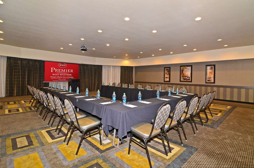 Best Western Premier Crown Chase Inn & Suites - Our versatile meeting room comes with full audio/visual capabilities.