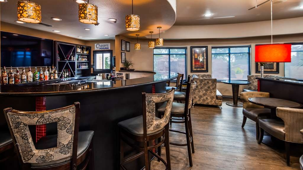 Best Western Premier Crown Chase Inn & Suites - Chasers Lounge