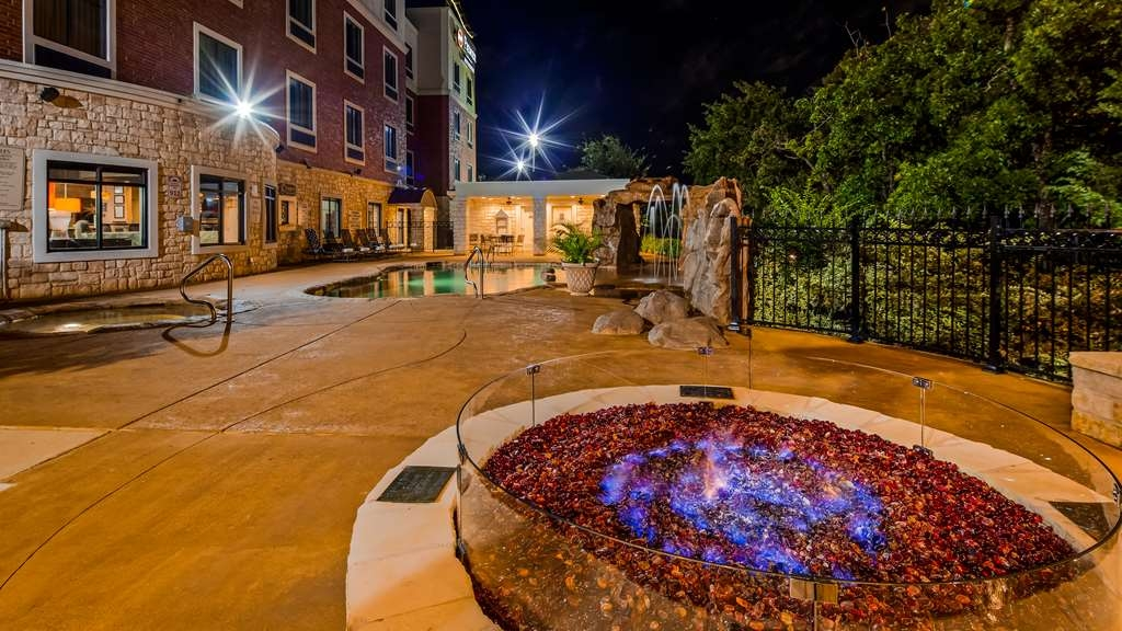 Best Western Premier Crown Chase Inn & Suites - Outdoor Fire Pit