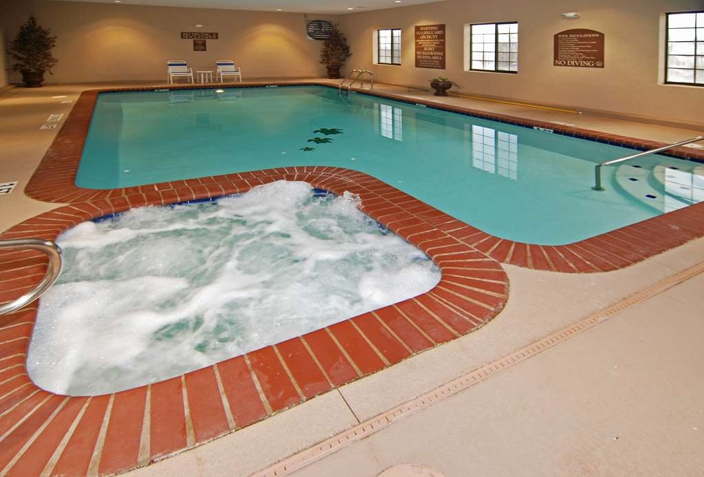 Best Western Lamesa Inn & Suites - Our indoor swimming pool and hot tub is the perfect place to rejuvenate after a day of exploring.