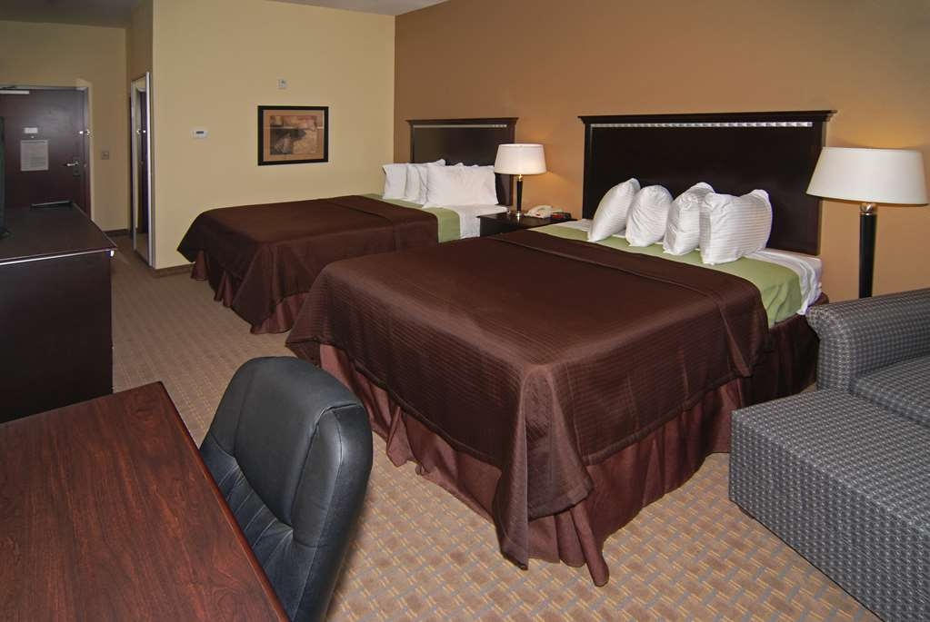 Best Western Lamesa Inn & Suites - ¿Se encuentra de visita en la ciudad junto con un amigo? Reserve nuestra cómoda habitación con dos camas de matrimonio grandes.