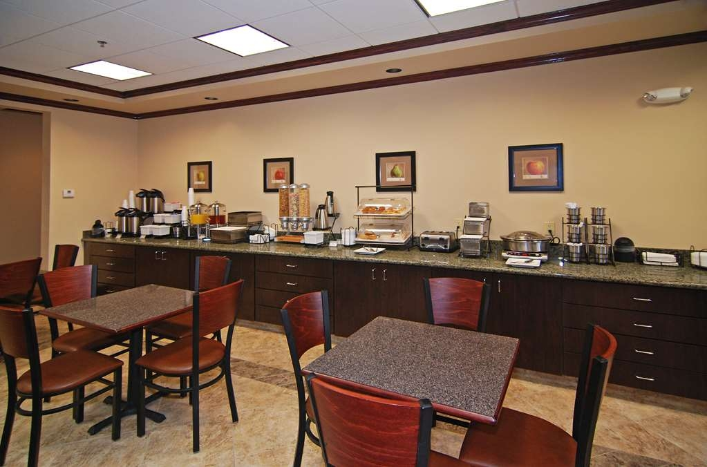 Best Western Lamesa Inn & Suites - Start your day off right with a complimentary full hot breakfast.