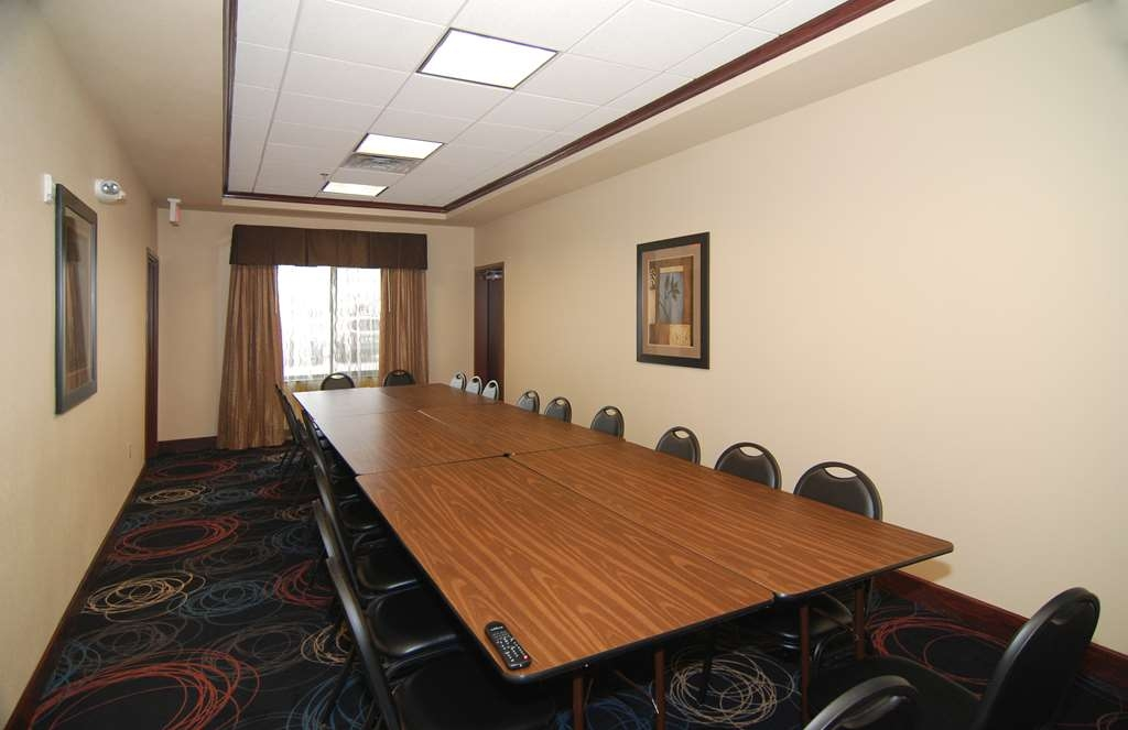 Best Western Lamesa Inn & Suites - Need to schedule a meeting for business? We have space available for you and your clients.