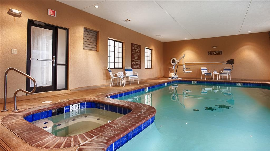 Best Western Lamesa Inn & Suites - Piscina cubierta y bañera de hidromasaje