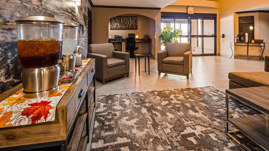 Best Western Plus University Inn & Suites - Lobby & Sitting Area