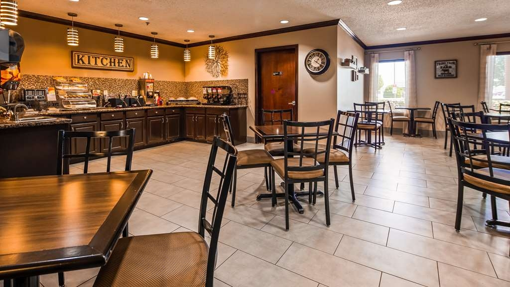 Best Western Plus University Inn & Suites - Breakfast Area