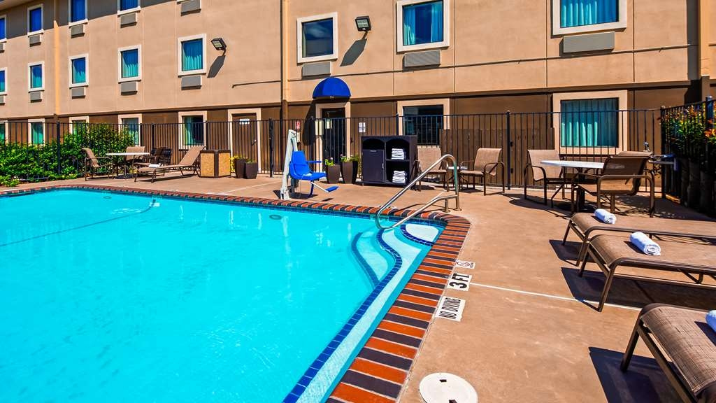 Best Western Plus University Inn & Suites - Outdoor Pool
