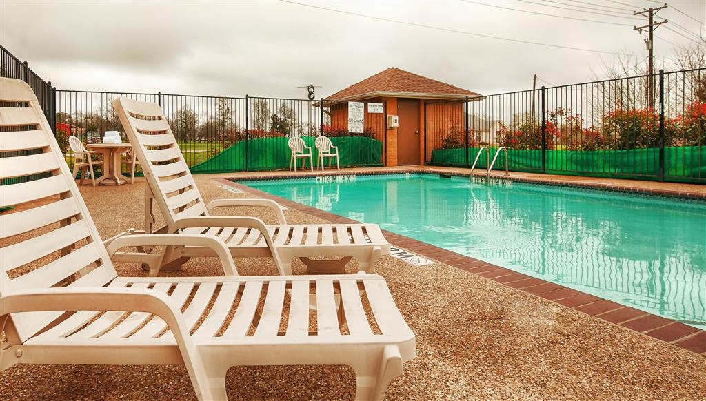 Best Western Marlin Inn & Suites - Swimmingpool im Freien