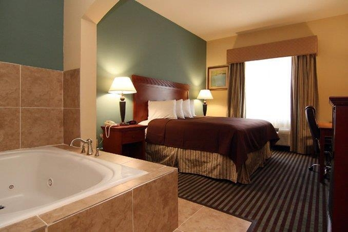 Best Western Marlin Inn & Suites - Whirlpool Suite