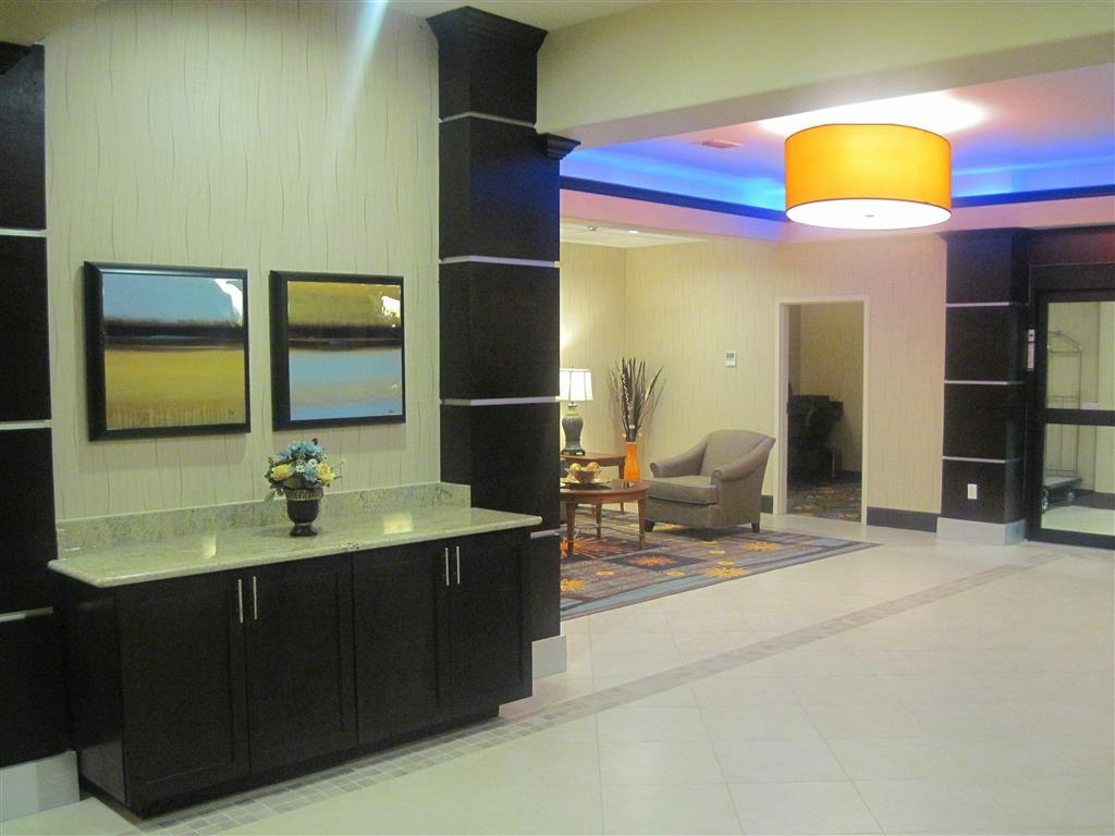 Best Western Plus Midland Suites - The moment you step into our hotel lobby, you'll feel like part of our family.