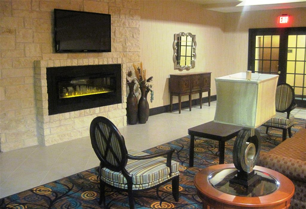 Best Western Plus Midland Suites - Sit down and enjoy the morning news while sipping a delicious cup of coffee.