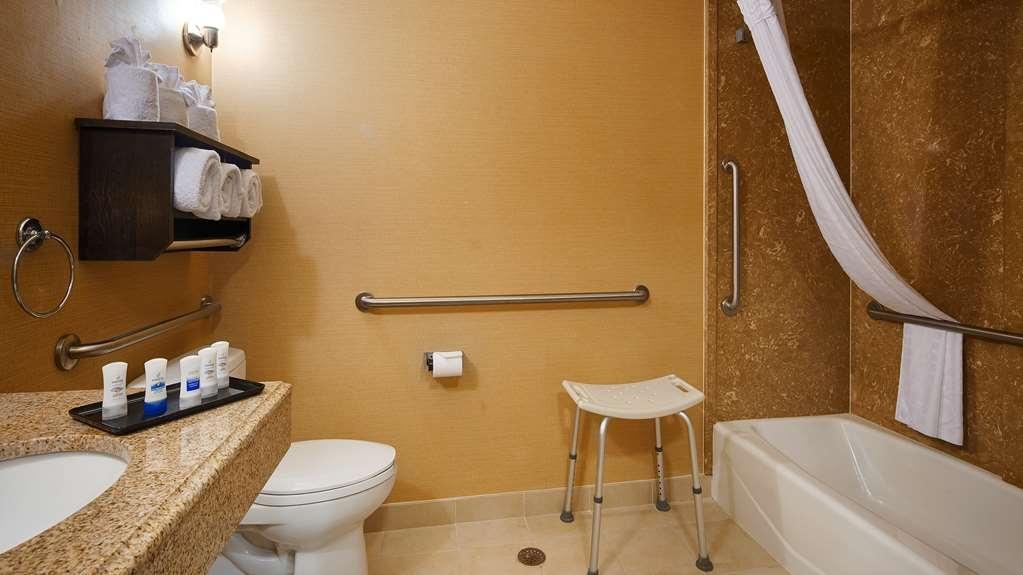 Best Western Plus Midland Suites - Accessible Bathroom