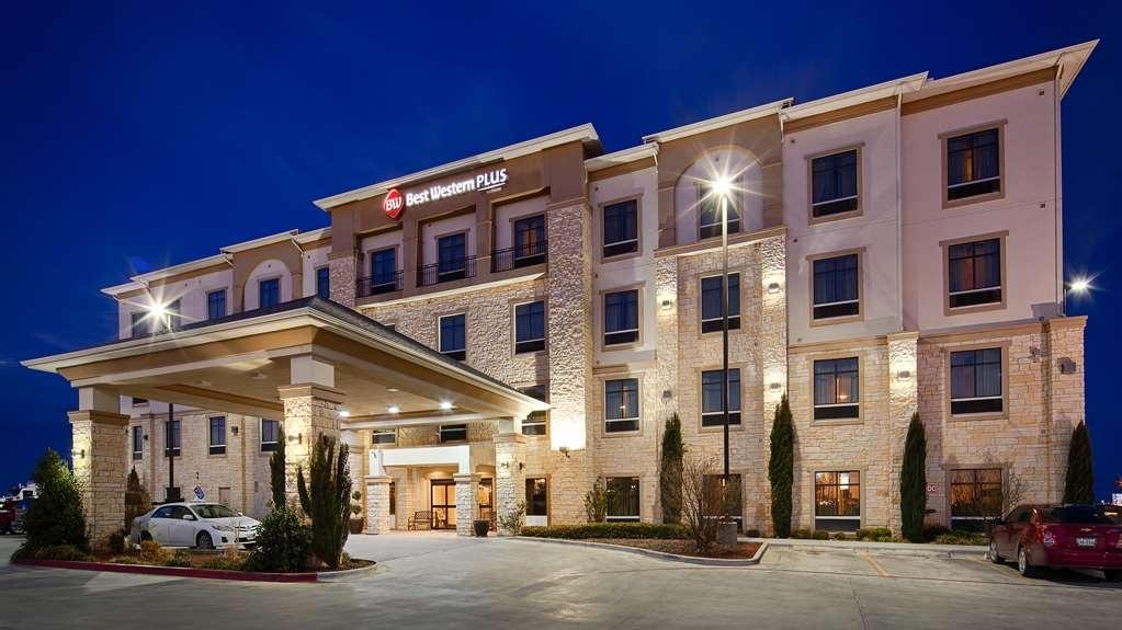 Best Western Plus Midland Suites - Außenansicht