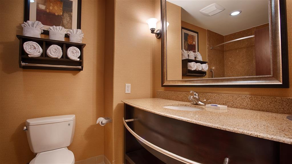 Best Western Plus Midland Suites - Gästebad
