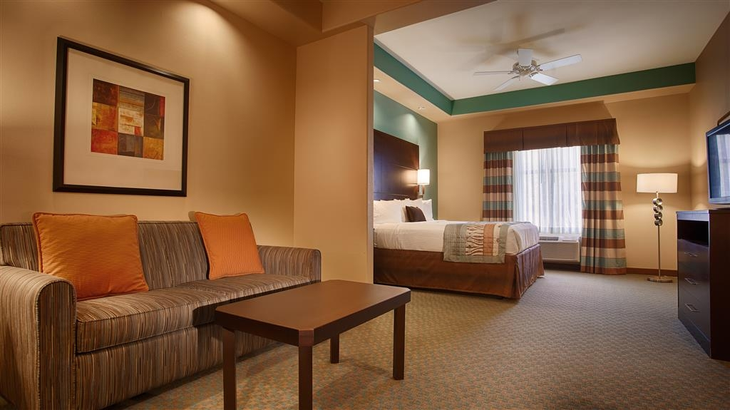 Best Western Plus Midland Suites - Gästezimmer