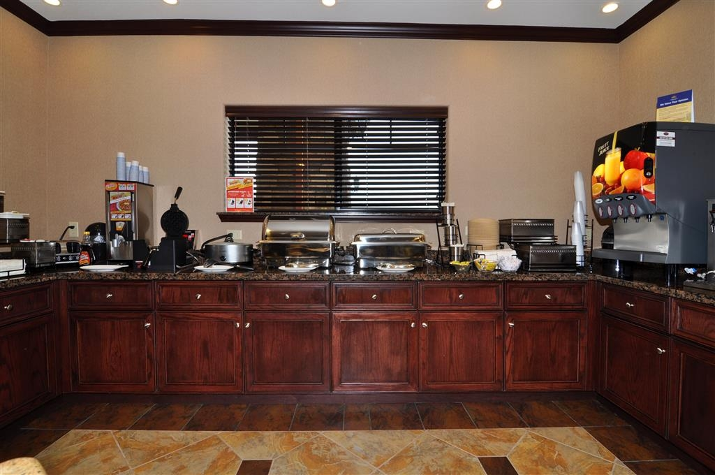 Best Western Plus Royal Mountain Inn & Suites - Breakfast Area