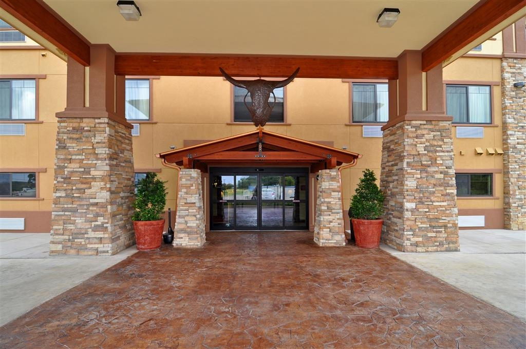 Best Western Plus Royal Mountain Inn & Suites - Hotel Entrance