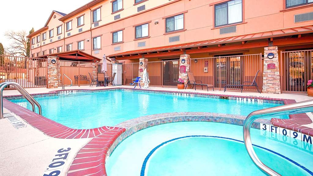 Best Western Plus Royal Mountain Inn & Suites - Outdoor Pool and hot tub