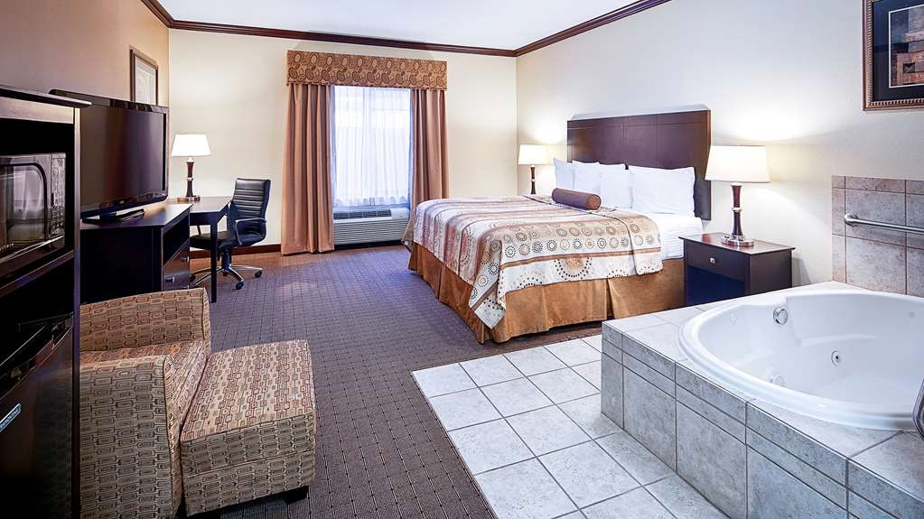 Best Western Plus Royal Mountain Inn & Suites - Whirlpool Suite