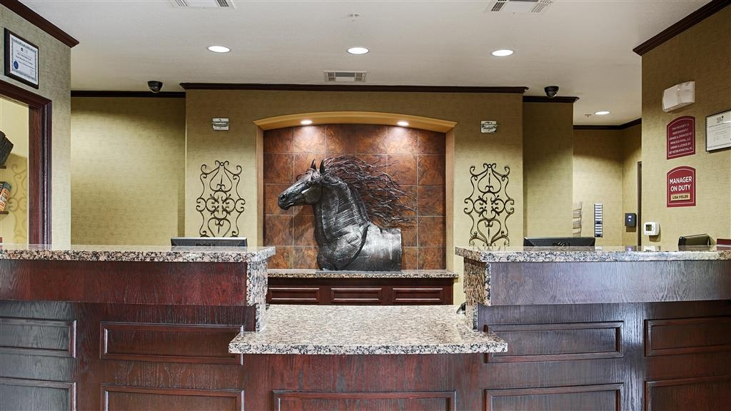 Best Western Plus Royal Mountain Inn & Suites - Reception Desk