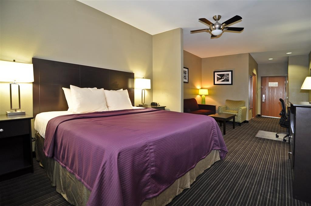 Best Western Giddings Inn & Suites - This king suite has all the comforts of home including a 42-inch flat screen TV, microwave and refrigerator.