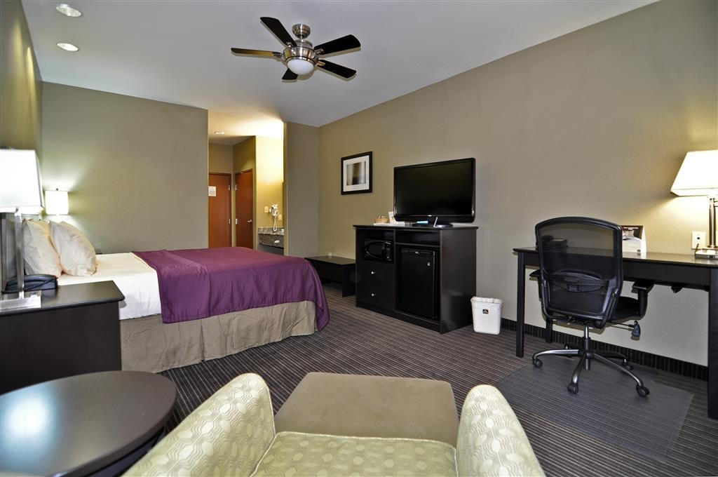 Best Western Giddings Inn & Suites - Relax after a long day of travel in our king guest room.