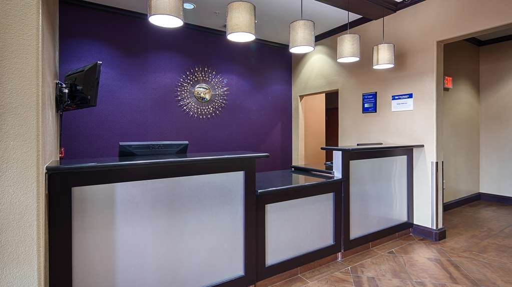 Best Western Giddings Inn & Suites - Our front desk is happy to provide all the comforts of home for you during your stay.