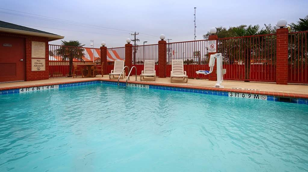 Best Western Giddings Inn & Suites - Our outdoor pool is perfect for swimming laps or taking a quick dip.