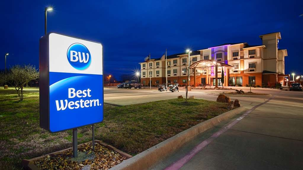 Best Western Giddings Inn & Suites - The Best Western Giddings Inn and Suites is the perfect spot for your next visit to Giddings.