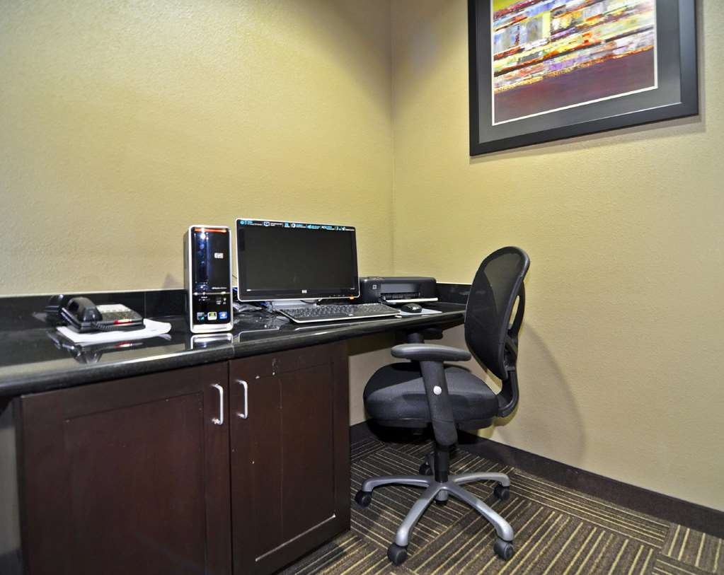 Best Western Giddings Inn & Suites - Free high-speed Internet and printer capabilities are available for you in our business center.