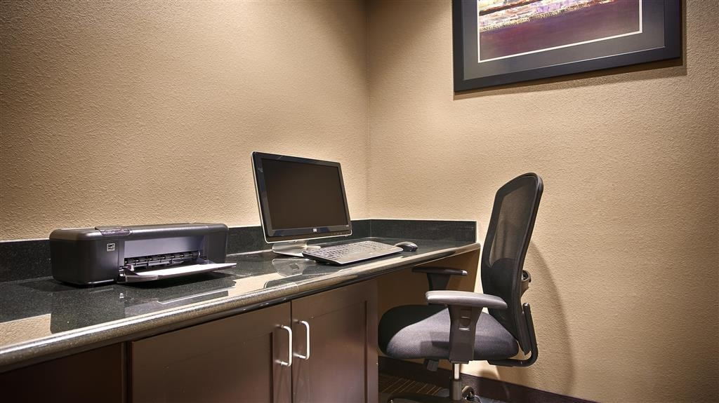 Best Western Giddings Inn & Suites - Our business center features a free printer for you to use.
