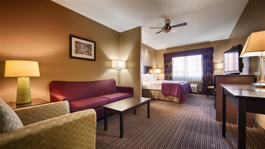 Best Western Giddings Inn & Suites - Upgrade yourself to our king suite for added comfort during your stay.