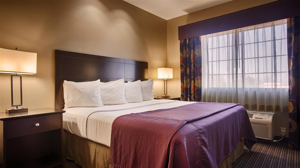 Best Western Giddings Inn & Suites - We offer a variety of king rooms from standard to mobility accessible.