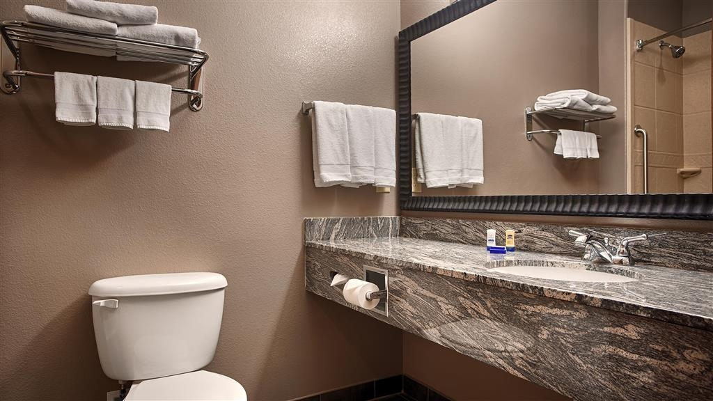 Best Western Giddings Inn & Suites - Enjoy getting ready for the day in our fully equipped guest bathrooms.