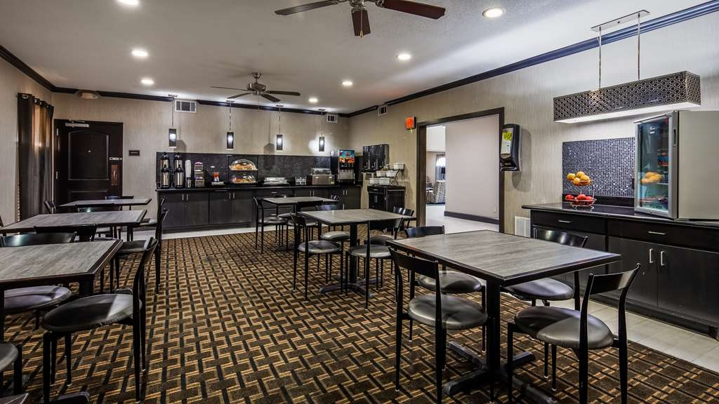 Best Western Huntsville Inn & Suites - Breakfast Area