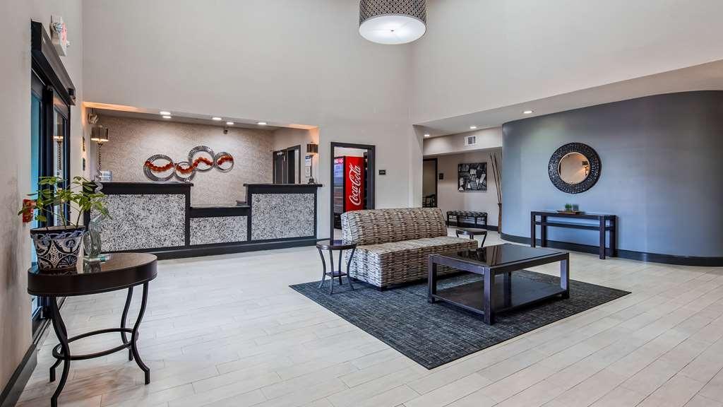 Best Western Huntsville Inn & Suites - Lobby & Sitting Area