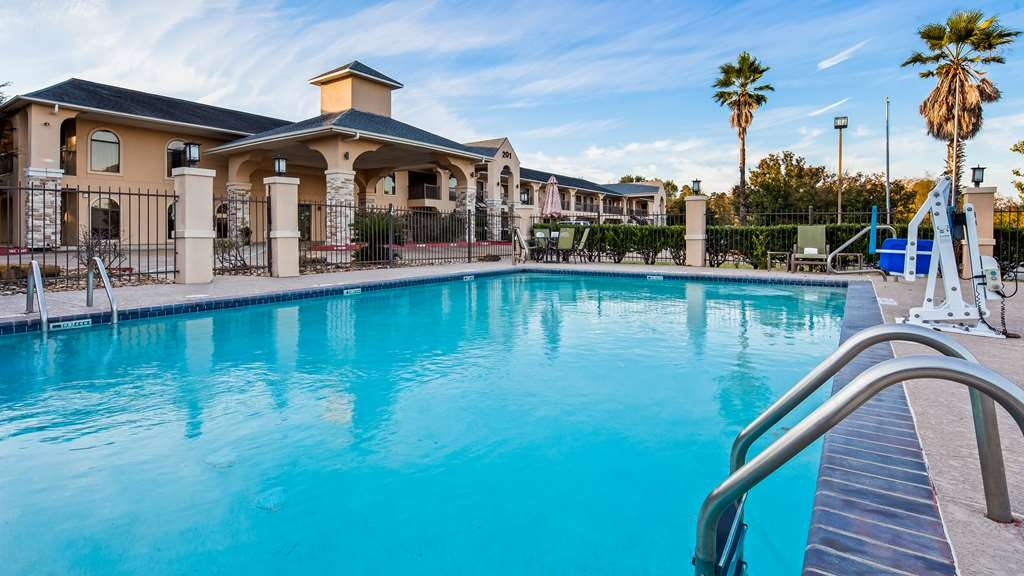Best Western Huntsville Inn & Suites - Vista de la piscina