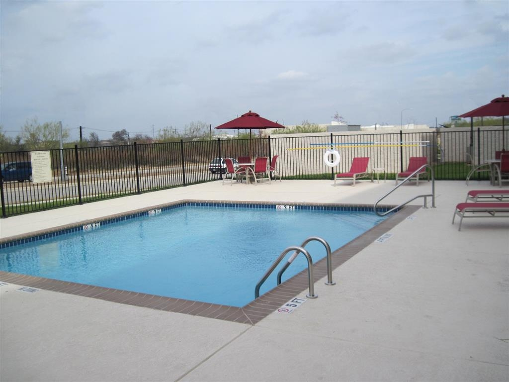 Best Western Plus Austin Airport Inn & Suites - Piscina