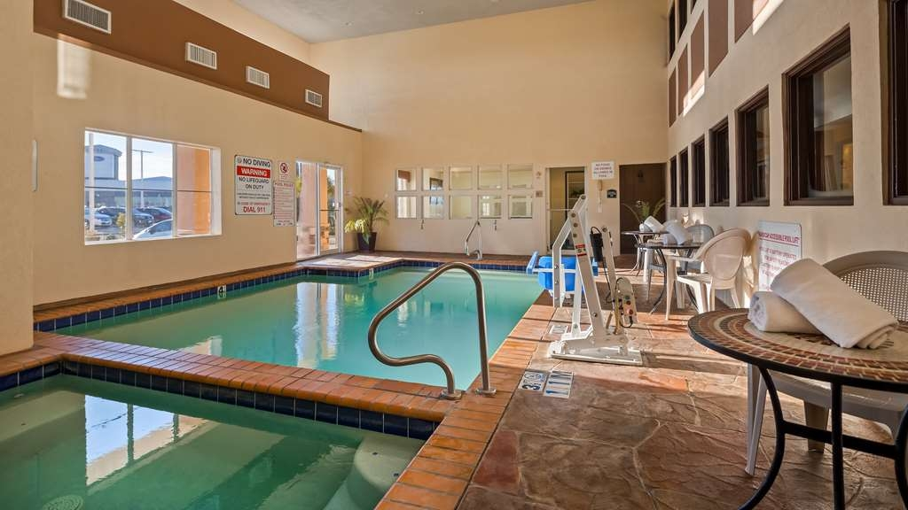 Best Western Plus Rockwall Inn & Suites - Poolansicht