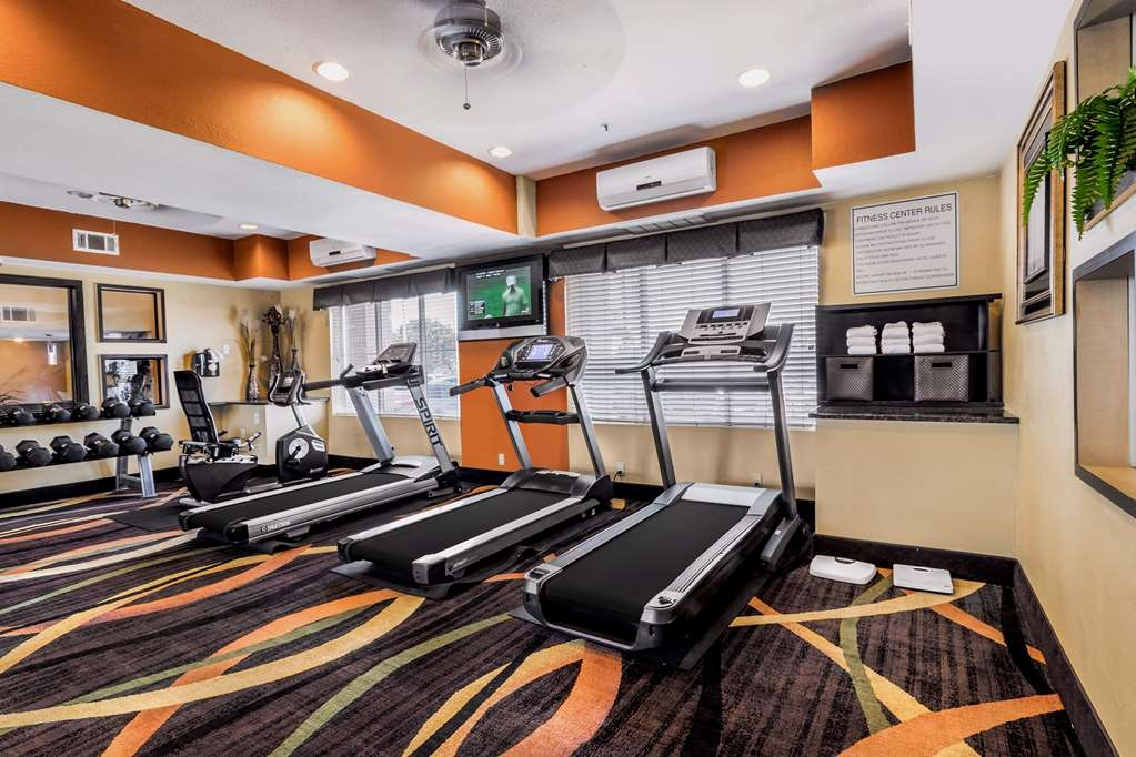 Best Western Plus Rockwall Inn & Suites - Catch an episode of your favorite show while working off those pesky calories.