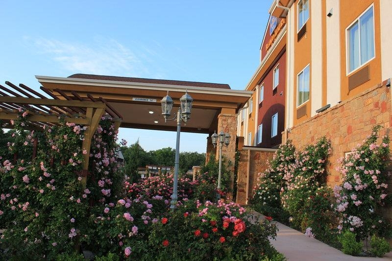 Best Western Plus Blanco Luxury Inn & Suites - Facciata dell'albergo