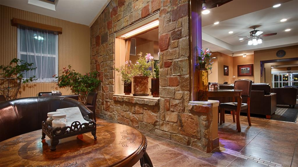 Best Western Plus Blanco Luxury Inn & Suites - Hall dell'hotel