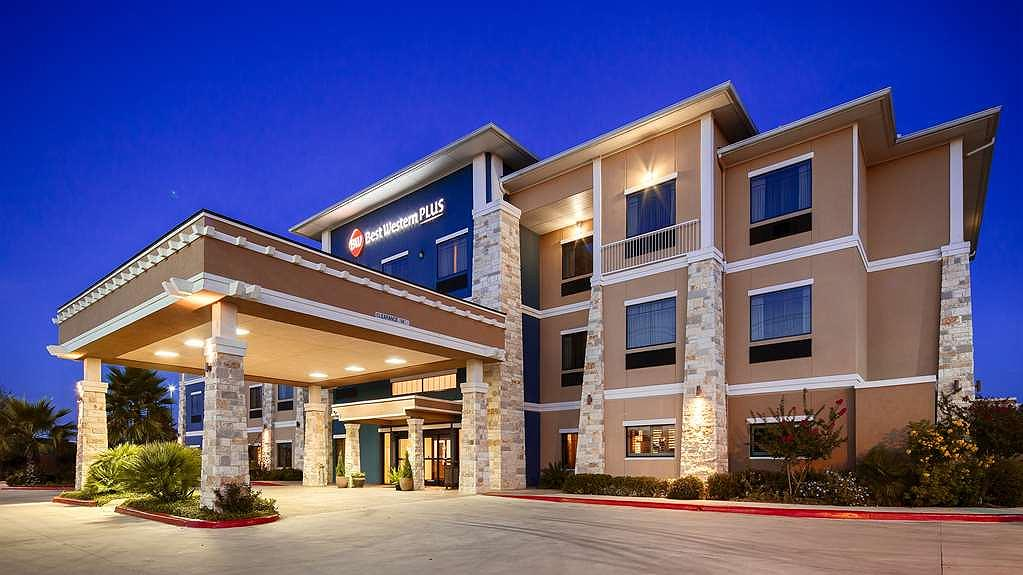 Best Western Plus Lytle Inn & Suites - Pull up and make yourself at home at the BEST WESTERN PLUS Lytle Inn & Suites.