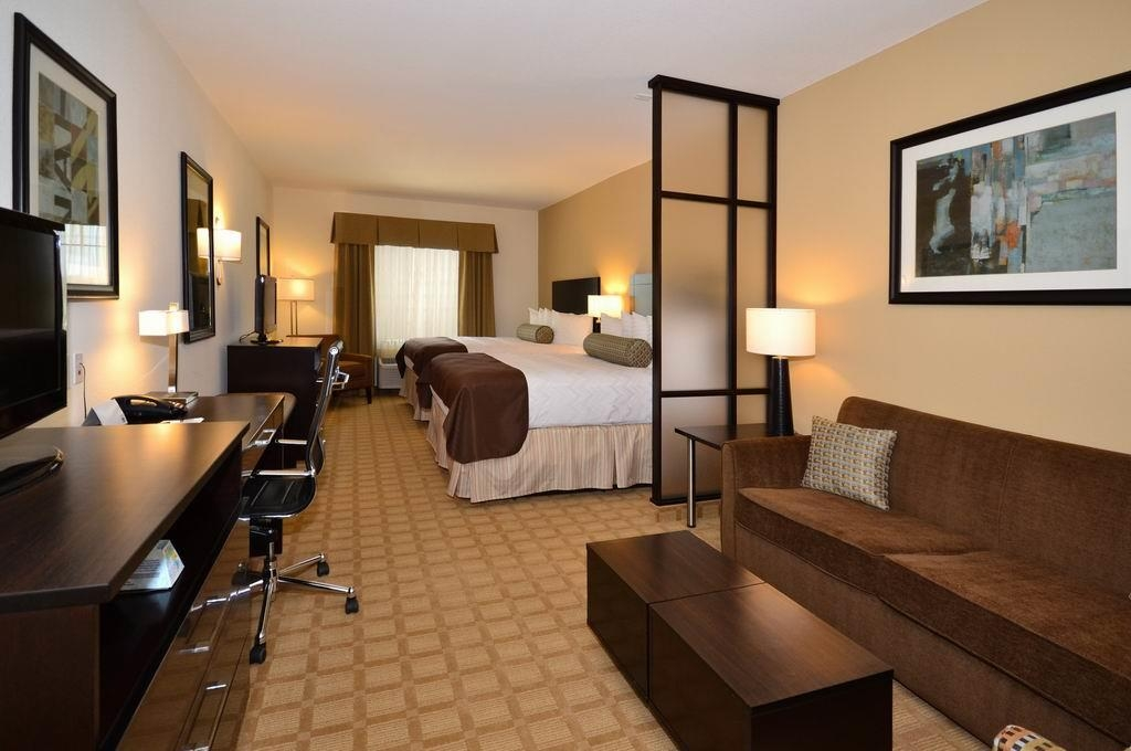 Best Western Plus Lytle Inn & Suites - Use the sofabed in our two queen suite for extra sleeping space.