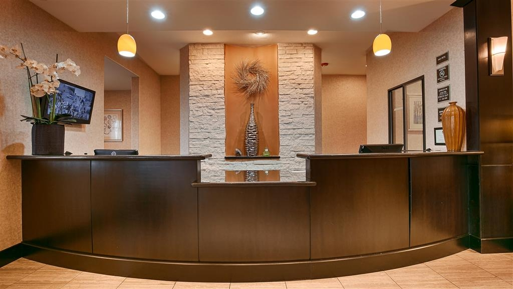 Best Western Plus Lytle Inn & Suites - recepción
