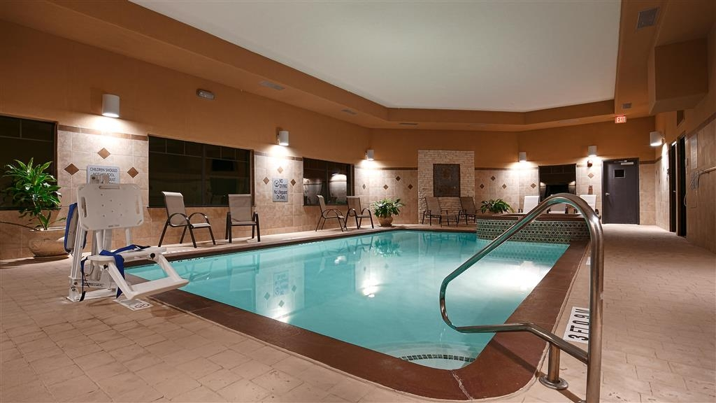 Best Western Plus Lytle Inn & Suites - Piscina cubierta