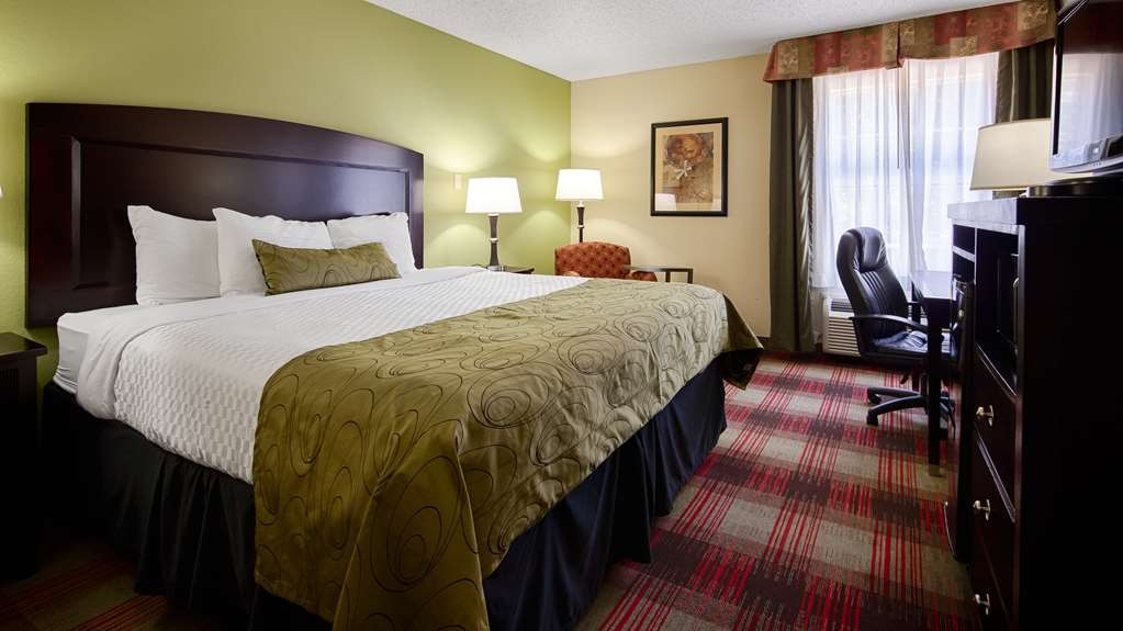Best Western Plus Addison/Dallas Hotel - Stretch out and relax in our king room.